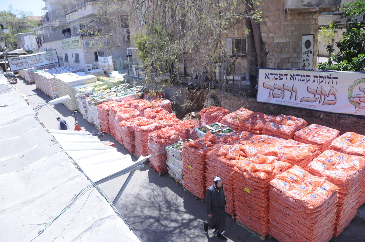 Major Pesach food distribution – to thousands around Eretz Yisroel