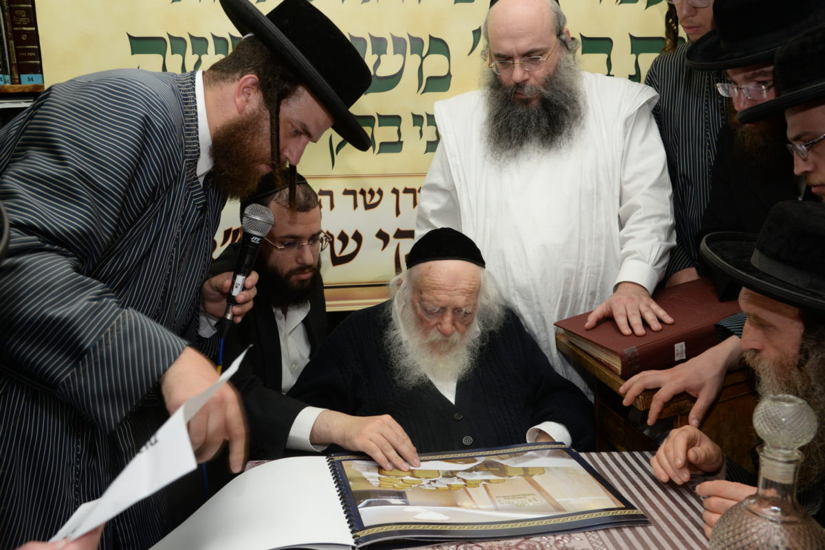 Lechayim at Reb Chaim Kanievsky celebrating the new Buneinu Center in Bnei Brak