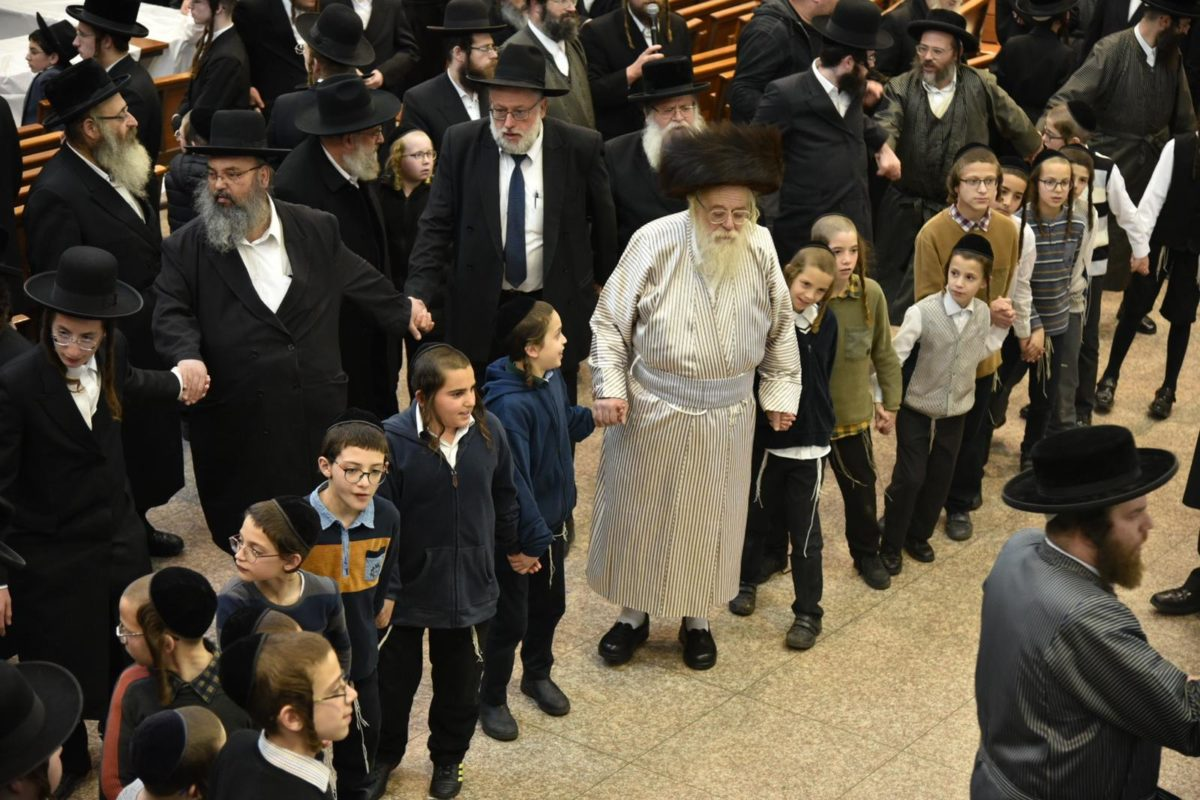 Monday Evening – Second Night Chanukah with the Toldos Aharon Rebbe